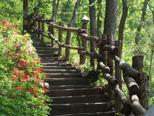 Faire un escalier de jardin en rondins de bois - Montee trap ...