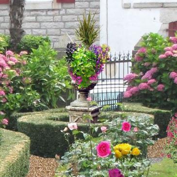 Awesome Vasque Jardin Fleurie Photos - House Design - marcomilone.com