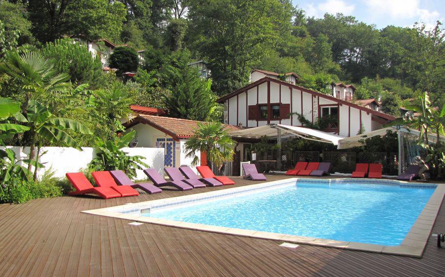 fabriquer un abri de piscine terrasse mobile stilys. Black Bedroom Furniture Sets. Home Design Ideas