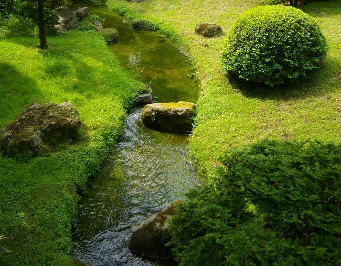 amenager un petit cours d 39 eau cr er un ruisseau au jardin. Black Bedroom Furniture Sets. Home Design Ideas